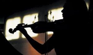 Woman-playing-the-violin-007_zps68a4b963