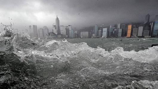 HONG+KONG-WEATHER-TYPHOON+-storm_tittel