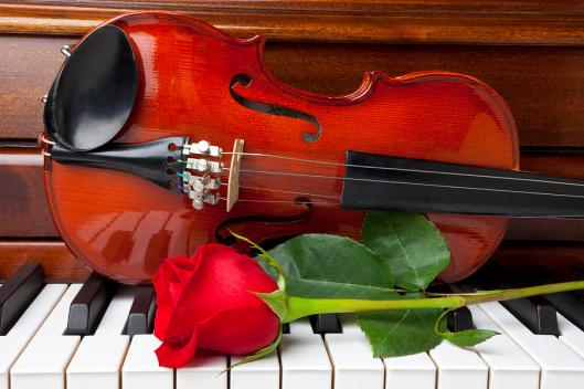 violin-with-rose-on-piano-garry-gay